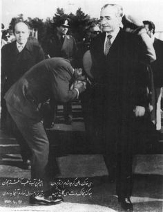 About a month before the victory of Iran& revolution, the teary-eyed Shah is leaving Iran, 16 January 1979 Farah Diba, King Of Persia, Persian Princess, Pahlavi Dynasty, The Shah Of Iran, Persian Poetry, Persian Culture, Black And White Portraits, Old Pictures