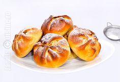 Placintele poale-n brau sunt delicioase, mie imi plac extrem de mult. Sunt convinsa totusi ca ati mai mancat, dar cu denumirea de branzoaice pentru ca su... Romanian Desserts, Romanian Food, Dessert Bread, Dessert Recipes, Tapas, Breakfast Snacks, Those Recipe, Cake Cookies, No Bake Cake