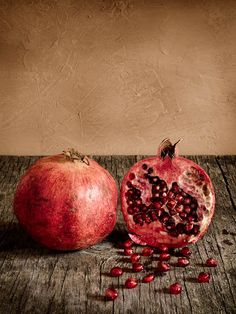 Pomegranate Still life photo or painting! If it's a painting the photo realism is phenomenal! Fruit And Veg, Fruits And Veggies, Fresh Fruit, Vegetables, Granada, Pomegranate Art, Baroque Painting, Foto Blog, Hyperrealism