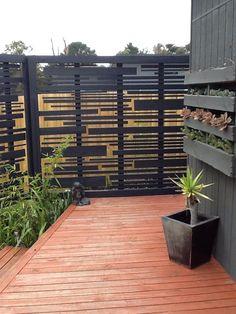 Inexpensive Diy Backyard Privacy Fence Design Ideas On A Budget Small Pergola, Backyard Pergola, Pergola Shade, Backyard Landscaping, Patio Fence, Cheap Pergola, Privacy Fence Designs, Privacy Screen Outdoor, Privacy Screens