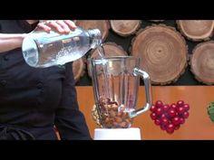 Solla býr til Möndlumjólk (Solla makes almondmilk)