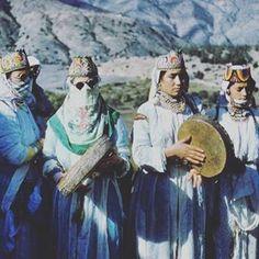 Let Shikhat l'Atlas rock your world baby  . #Moroccan#morocco#maroc#marruecos#المغرب#arab#tanger#marrakech#fes#rabat#casablanca#amazigh#meknes#ouarzazate#chefchaouen#asilah#art#orientalisme#moroccanart#artmarocain#agadir#Marokko#Mapokko#africa#marocco#arab#orientalism#maghreb#TheAfricaTheMediaNeverShowsYou#tetouan #hebrew