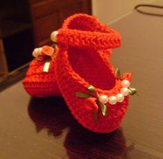 Sapatilha em crochê, tamanho 1 a 3 meses,varias cores.. R$ 40,00
