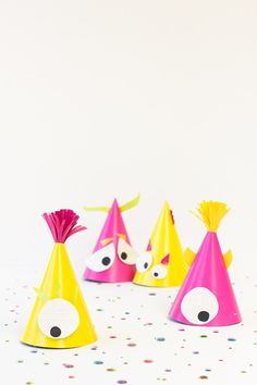 Monster Party Hats: If you're looking for silly rather than spooky decor, these goofy party hats are super easy to DIY. Click through for more fun Halloween party ideas! Halloween Crafts For Kids, Diy Halloween Decorations, Halloween Party, Halloween Shooters, Mummy Crafts, Homemade Halloween Costumes, Spooky Decor, Little Monster Party, Monster Birthday Parties