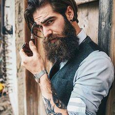 Mr. Dandy  #dandy #vintage #beard #menwithclass #menswear #men #tattoo #oldschool #oldschooltattoo #model #photoshoot #photo  Photographer @roby_duran