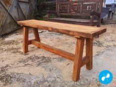Banco rústico com pés estilo cavalete feito com madeira de demolição.  Visite nosso site: http://vrmarcenaria.com.br/
