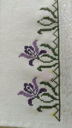 This Pin was discovered by Emi Cross Stitch Borders, Cross Stitch Rose, Cross Stitch Flowers, Cross Stitch Kits, Cross Stitch Designs, Cross Stitch Embroidery, Embroidery Patterns, Hand Embroidery, Cross Stitch Patterns