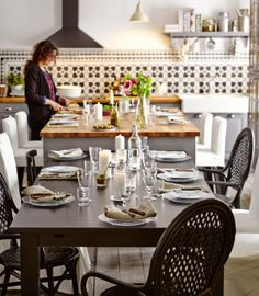 Isola per cucina con tavolo STORNÄS e sedie ÄLMSTA