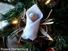 Isn't this the sweetest little Baby Jesus ornament? Great craft project to keep the kids busy and adorn your tree! Tutorial available on Posed Perfection: Baby Jesus in a Manger Ornament