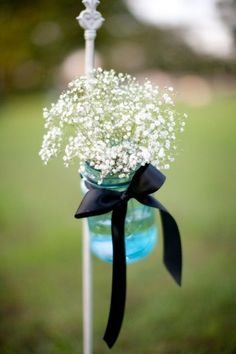 Ribbon is a great décor idea suitable for any type of wedding, so simple, creative and budget-friendly! There are thousands of ways to use ribbon for your wedding décor: for chair and table décor, for garlands and wreaths, for backgrounds...