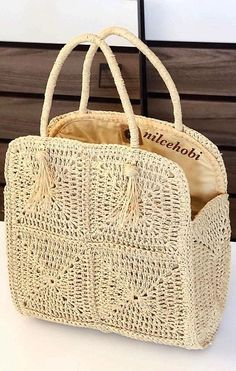 The Spectacular Crochet Bag Models Of The Ingenious Housewives Made in July Page 33 - carteras tejidas # crochet handbags for girls Bag Crochet, Crochet Motifs, Crochet Handbags, Crochet Purses, Crochet Hooks, Crochet Beach Bags, Crochet Market Bag, Knitting Designs, Knitting Patterns