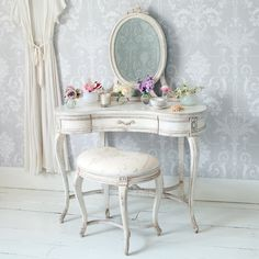 Décoration shabby- meubles récup superbes sur fond blanc pur!