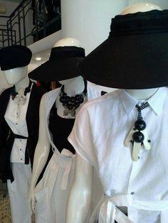 #mazzinidonnalugo #blackandwhite #necklaces #uniquehandmade #doloresesimonettabijoux