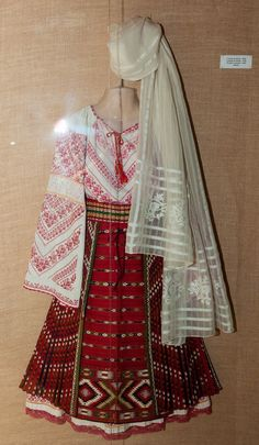 Folk Costume, Costumes, Folk Embroidery, Embroidery Designs, Folk Clothing, Embroidery Techniques, Traditional Dresses, Kimono Top, Head Piece