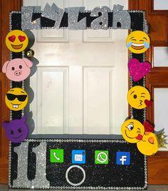 Emoji photo frame