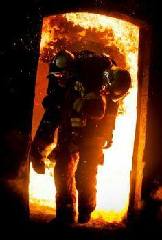 pompier www.pyrotherm.gr FIRE PROTECTION ΠΥΡΟΣΒΕΣΤΙΚΑ 36 ΧΡΟΝΙΑ ΠΥΡΟΣΒΕΣΤΙΚΑ 36…