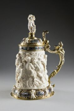 Jug carved from a piece of ivory, with silver gilt and coloured enamel frame and… Or Antique, Antique Items, German Beer Steins, 17th Century, Horns, Vintage Antiques, Art Decor, Art Pieces, Carving