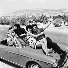 Finos Film - Photo Gallery Ταινίας: 'Νύχτα Γάμου' (1967) Greek Memes, Cinema Theatre, Actor Studio, Classic Movies, Tv, Greece, Actors, Films, Funny