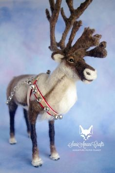needle felted reindeer by SaniAmaniCrafts on DeviantArt Needle Felted Animals, Felt Animals, Cute Fantasy Creatures, Needle Felting Tutorials, Felt Christmas Ornaments, Christmas Gnome, Felt Mouse, Fabric Birds, Reno