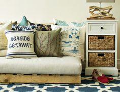 living room --> pillows! rug! side table!