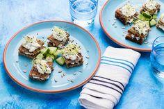 Minikanapki z pastą ziołową i słonecznikiem #smacznastrona #poradytesco #kanapki #pastaziołowa #słonecznik #pycha #śniadanie #mniam