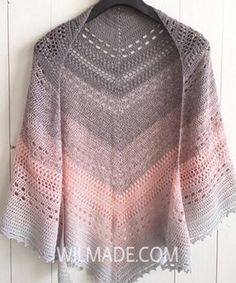 Looking for a free crochet shawl pattern? Here you can find one of my most popular triangle shawl patterns called Bella Vita Shawl. Poncho Au Crochet, Crochet Poncho Patterns, Crochet Shawls And Wraps, Crochet Quilt, Shawl Patterns, Crochet Scarves, Crochet Clothes, Free Crochet, Knit Crochet