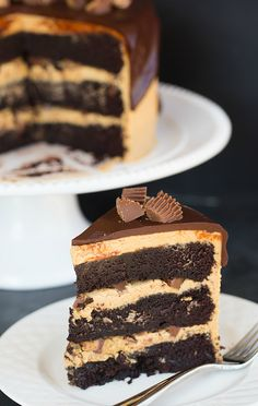 Peanut Butter Cup Overload Cake - A chocolate and peanut butter lover's dream come true! Chocolate Peanut Butter Cups, Peanut Butter Recipes, Chocolate Peanuts, Chocolate Desserts, Chocolate Ganache, Reese Peanut Butter Cake, Chocolate Chocolate, Cupcakes, Cupcake Cakes