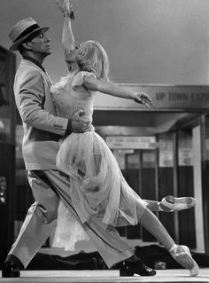 Fred Astaire & a blonde Cyd Charisse in THE BAND WAGON