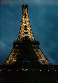 La torre Eiffel cuando cumplió 100 años. Así la conocí, bellisima