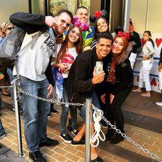 Hoje viemos comemorar o aniversário da vakinha @evelynregly no Hollywood Studios!  Amooo esses doidinhos @micheletti_ @diego_bigu @bocarosablog e @lf.costa que finalmente fez um Instagram!  #JanaEmOrlando #TripJanaEveBia