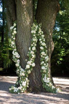 #garland  Photography: Julia Franzosa Photography - www.julia-franzosa.com  Read More: http://www.stylemepretty.com/2014/07/24/elegant-outdoor-wedding-at-shoreacres-country-club/