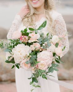 Can y'all believe this gorgeous bouquet was just for this bride's engagement shoot?! Holy pretty! | Photography: @tenthandgrace | Floral Design: @everlyalaineflorals