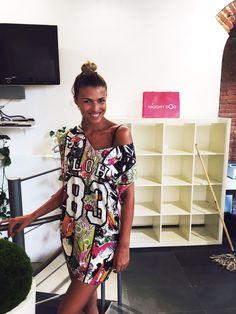 """WOW la bellissima Cristina Chiabotto è venuta a trovarci in showroom! Qui indossa il grazioso mini abito """"ALOHA 83"""" con stampe tropicali e decorazioni Swarovski! Vuoi copiare il suo look? Ora è il momento giusto! I saldi sono al 50% su www.naughtydog.it"""