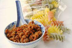 Köttfärssås med pepparkakskryddning! Fungerar både med ris som pasta, grönsaker som potatismos. Alternativ: Gratäng
