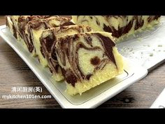 Butter cake is a must-learn cake for baking beginners, it is easy to make and is less likely to fail. Marble butter cake is a combination of traditional butter cake and chocolate butter cake. Chocolate Butter Cake, Chocolate Flavors, Marble Cake Recipes, Dessert Recipes, Cupcake Recipes, Chinese Steam Cake Recipe, Marmer Cake, Steamed Cake, Chiffon Cake