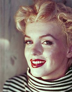 She was born Norma Jeane Mortenson but is known better to the world as Marilyn Monroe, an icon of beauty, glamor, talent, and tragedy. We remember Monroe's remarkable life today as well as the lives of other notable people who died this day in history. Hooray For Hollywood, Golden Age Of Hollywood, Old Hollywood, Classic Hollywood, Marilyn Monroe, Alec Guinness, Movie Facts, Movie Trivia, Today In History