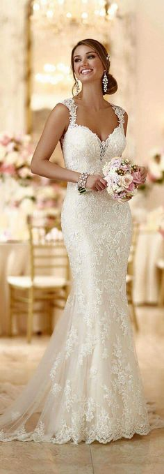 Romantisches Brautkleid aus Spitze This romantic lace over matte-side Lustre satin wedding gown from Stella York meets all the desires of a modern bride. The post Romantisches Brautkleid aus Spitze appeared first on Best Ideas For Women. 2016 Wedding Dresses, Stunning Wedding Dresses, Bridal Dresses, Beautiful Dresses, Wedding Gowns, Wedding Ceremony, Wedding Dresses Stella York, Wedding Dressses, 2017 Wedding