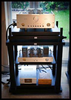 Aurender X100 music server into D5000 DHT DAC,L5000 DHT line stage and A5000 DHTMonobloc's