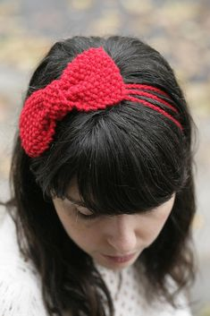 Moss stitch Bow Headband pattern - great for leftover yarn!