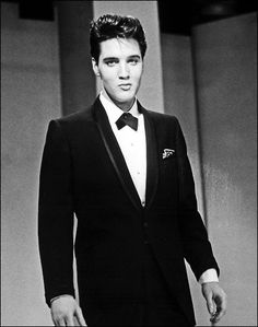 "Elvis Presley performing on the ""The Frank Sinatra Timex Special"" (sponsored by the Timex Company). The show, also known as ""Welcome Home Elvis"" aired nationally on ABC-TV on the evening of May Elvis E Priscilla, Lisa Marie Presley, Gorgeous Men, Beautiful People, Young Elvis, Elvis Presley Young, Elvis Presley Photos, Graceland, Eddie Vedder"