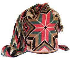 15 May 2018 Modelos de bolsos 148 Views 15 May 2018 Models of bags 148 Views Wayuu backpack models Crochet Round, Tapestry Crochet, Crochet Handbags, Knitting Accessories, African Wear, Quilted Bag, Learn To Crochet, Boho Fashion, Boho Chic