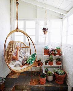 LuLu and Georgia hanging chair / would be so fun outside on the patio. Hanging Egg Chair, Swinging Chair, Outdoor Hanging Chair, Egg Swing Chair, Swing Chairs, Home Interior, Interior Design, Interior Livingroom, Sunroom Decorating