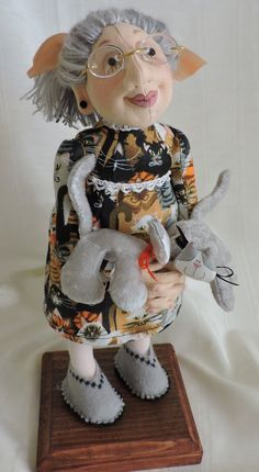 Jill Maas Winnie Mae pattern. About 11 inches tall...for craft shows.