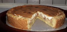 Συνταγή για μηλόπιτα αυστριακή, με γέμιση από μήλα, και κρέμα από γιαούρτι και μαρέγκα. Συνταγή για αυστριακό strudel στο ταψί ιδανικό και για κέρασμα. Tiramisu, Banana Bread, Diy And Crafts, Food And Drink, Cooking Recipes, Pudding, Yummy Food, Sweets, Ethnic Recipes