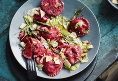 Rote-Rüben-Ravioli mit Blauschimmelkäse und Kraut-Salbei-Butter Ravioli, Pizza, Tandoori Chicken, Butter, Beef, Polenta, Cooking, Ethnic Recipes, Food