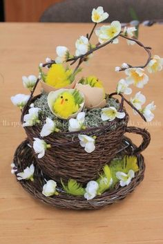 1 million+ Stunning Free Images to Use Anywhere Easter Flower Arrangements, Easter Flowers, Floral Arrangements, Teacup Crafts, Christmas Diy, Christmas Decorations, Deco Floral, Easter Wreaths, Spring Crafts