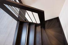 P213 Schody policzkowe | Drewno: dąb bejcowany | Balustrada: drewniana