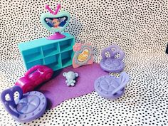 I made up a living room or dorm room! Lps Littlest Pet Shop, Little Pet Shop Toys, Little Pets, Lps Sets, Lps Dog, Custom Lps, Lps Accessories, Cute Toys, Toy Craft