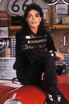 Michael Jackson 1981 - 1990 / Black and Silver Outfit Michael Jackson Quotes, Michael Jackson Bad Era, Elvis Presley, The Jackson Five, Jackson Family, Mike Jackson, Lisa Marie Presley, Paris Jackson, Invincible Michael Jackson