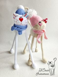 cute cats with hats & scarves Fabric Animals, Sock Animals, Animal Sewing Patterns, Craft Patterns, Cat Crafts, Crafts To Make, Cat Cushion, Felt Cat, Cat Doll